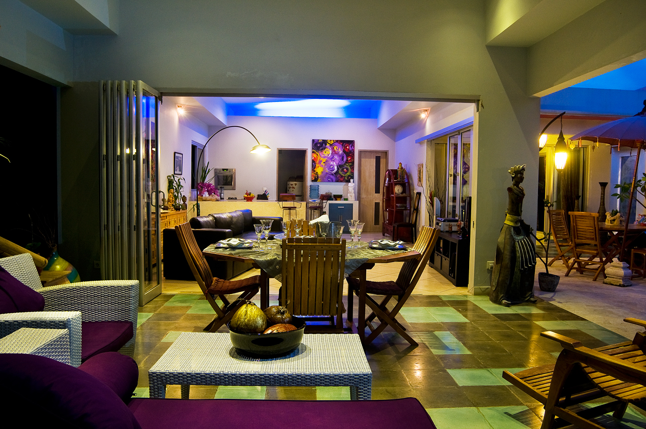 Living room night view bali private villas for The family room nightclub